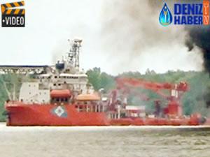 Endonezya'da teknede çıkan yangında ölü sayısı beşe yükseldi