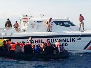 Dikili ve Foça'da 84 kaçak göçmen yakalandı