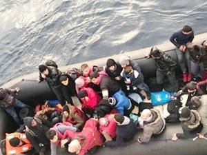 Sahil Güvenlik, İzmir'de 84 kaçak göçmen yakaladı