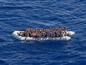 Akdeniz'de yaklaşık 500 kaçak göçmen kurtarıldı