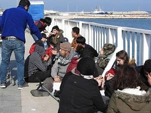 Çeşme'de iki ayrı botta 92 kaçak göçmen yakalandı