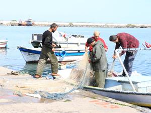 Karadeniz'de balıkçılar ağlarını topladı