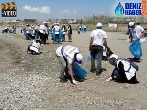 Öğrenciler Van Gölü sahilinde çöp topladı