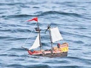 İskoçya'dan suya bıraktıkları oyuncak gemi dünya turunda