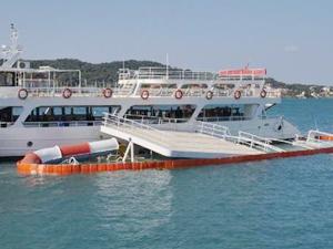 Ayvalık'ta limanda demirli olan gezi teknesi battı!