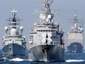 Rus donanmasına ait üç savaş gemisi, Çanakkale Boğazı'ndan geçti