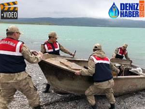 Van Gölü'nde kaçak avcılıkta kullanılan ağ ile tekne bulundu