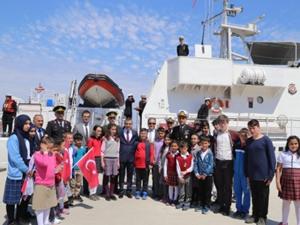 İnebolulu öğrenciler Sahil Güvenlik gemisiyle deniz turu yaptı