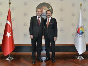 İMEAK Deniz Ticaret Odası üyeleri M. Rifat Hisarcıklıoğlu'nu ziyaret etti