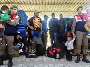 Urla'da 28 kaçak göçmen yakalandı