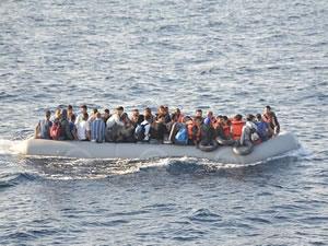 Sahil Güvenlik, İzmir'de 98 kaçak göçmeni yakaladı