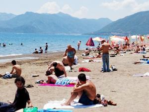 Marmaris sahilleri havaların ısınmasıyla hareketlendi