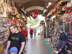 Kuşadası esnafı turizm sezonuna olumlu bakıyor
