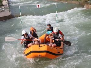 Yusufeli'de Kurumlar Arası Rafting Yarışları Şenliği yapıldı
