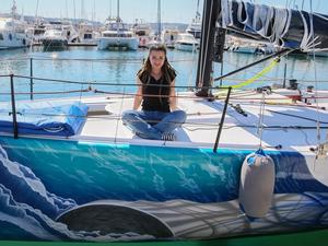 Yarış yelkenlerini boyayarak sanatını denize taşıdı