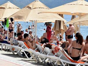 Marmaris'te hava sıcaklığı artınca sahiller doldu