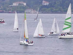İstanbul Boğazı'nda 'Bau Sailing Cup' rüzgarı esti