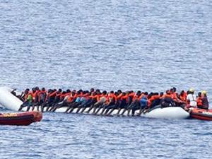 Libya açıklarında 97 kaçak göçmen kurtarıldı