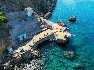 Muratpaşa'nın dört falez plajında Mavi Bayrak dalgalanacak