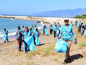 Antalya'da 52 hükümlü sahilde temizlik yaptı