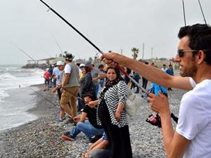 Hatay'da 'Kıyıdan Balık Avı Turnuvası' düzenlendi