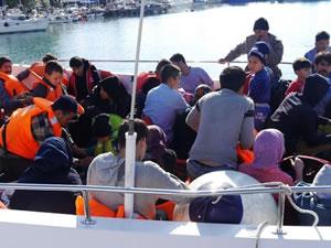Çanakkale'de lastik botta 40 kaçak göçmen yakalandı