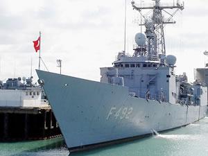 Savaş gemileri Gürcistan'ın Poti Limanı'na demirledi