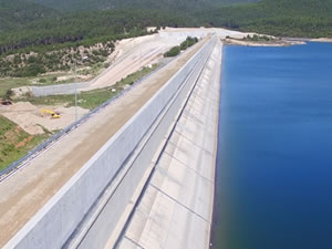 Karacasu Barajı'nda gövde yükseltme inşaatı tamamlandı