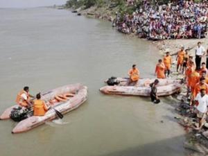 Godavari Nehri'nde arama kurtarma çalışmaları devam ediyor