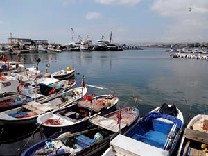 Marmara Denizi'nde lodos, deniz ulaşımına engel oldu