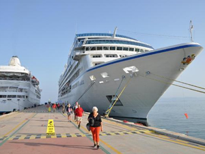 M/S Silver Wind ve M/S Nautica Kuşadası'na yanaştı