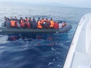 Dikili açıklarında 49 kaçak göçmen yakalandı