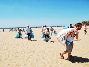 'Akdeniz'i Temiz Tutalım' kampanyasıyla kıyılar temizleniyor