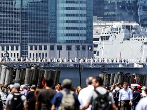ABD Donanması'na ait gemiler Hudson Nehri'nden geçti