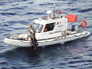 Ayvalık'ta tekneleri batan 4 kişiden birinin cesedi bulundu