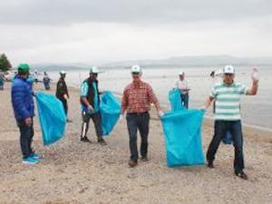 Bursa Gemlik'te sahil temizliği yapıldı