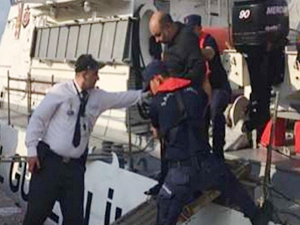 İzmir'de botla açıldığı denizde sürüklenen kişi kurtarıldı