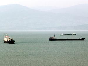 Hava koşulları nedeniyle yük gemileri Sinop Limanı'na demirledi