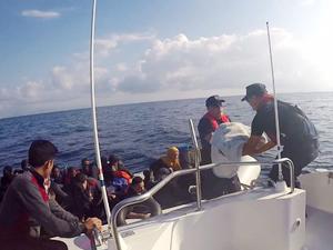 Çeşme ve Seferihisar açıklarında 91 göçmen yakalandı