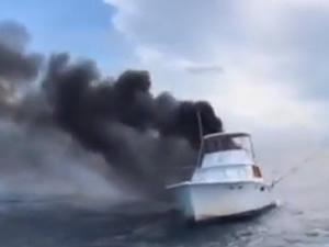 ABD'de balıkçı teknesi alev alev yandı