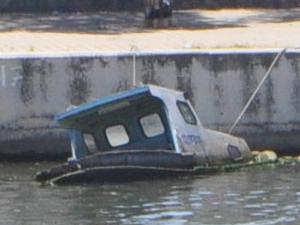 Sarıçay'daki batık tekneler, tehlike oluşturuyor
