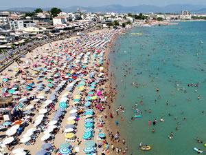 Marmaris sahilleri artan sıcak havaların etkisiyle hareketlendi