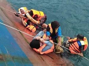 Endonezya'daki feribot kazasında ölü sayısı 30'a yükseldi