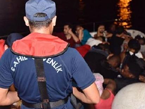 Çeşme'de 46 kaçak göçmen yakalandı