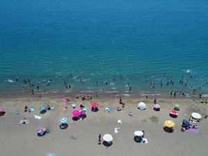 Antalya plajlarında sıcak hava yoğunluğu yaşanıyor