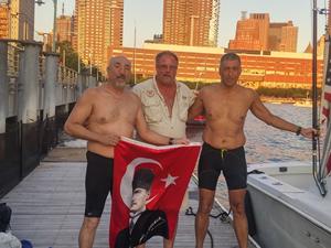 Türk yüzücüler 'üçlü taç' unvanı almaya hak kazandı