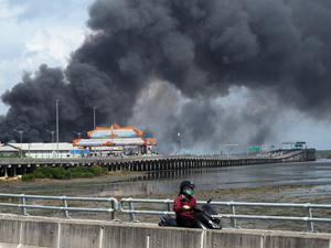 Endonezya'nın Benoa Limanı'nda yangın çıktı!