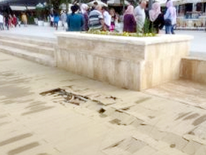 Bursa Mudanya sahilinin kaplamaları kabardı