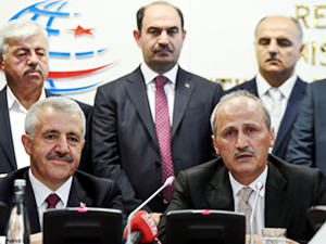 Ahmet Arslan görevini Cahit Turhan'a devretti