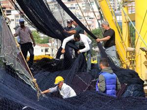 Karadenizli balıkçıların yeni sezon mesaisi devam ediyor